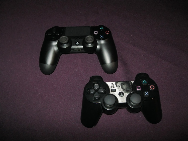 Sony PS4 Playstation 4 PS3 Playstation 3 Controller Vergleich